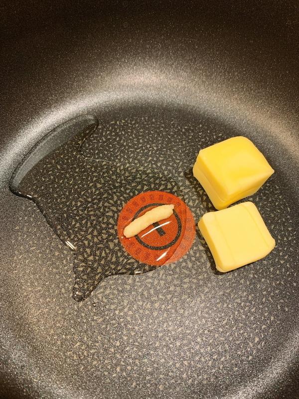 サラダ油とバターを溶かす