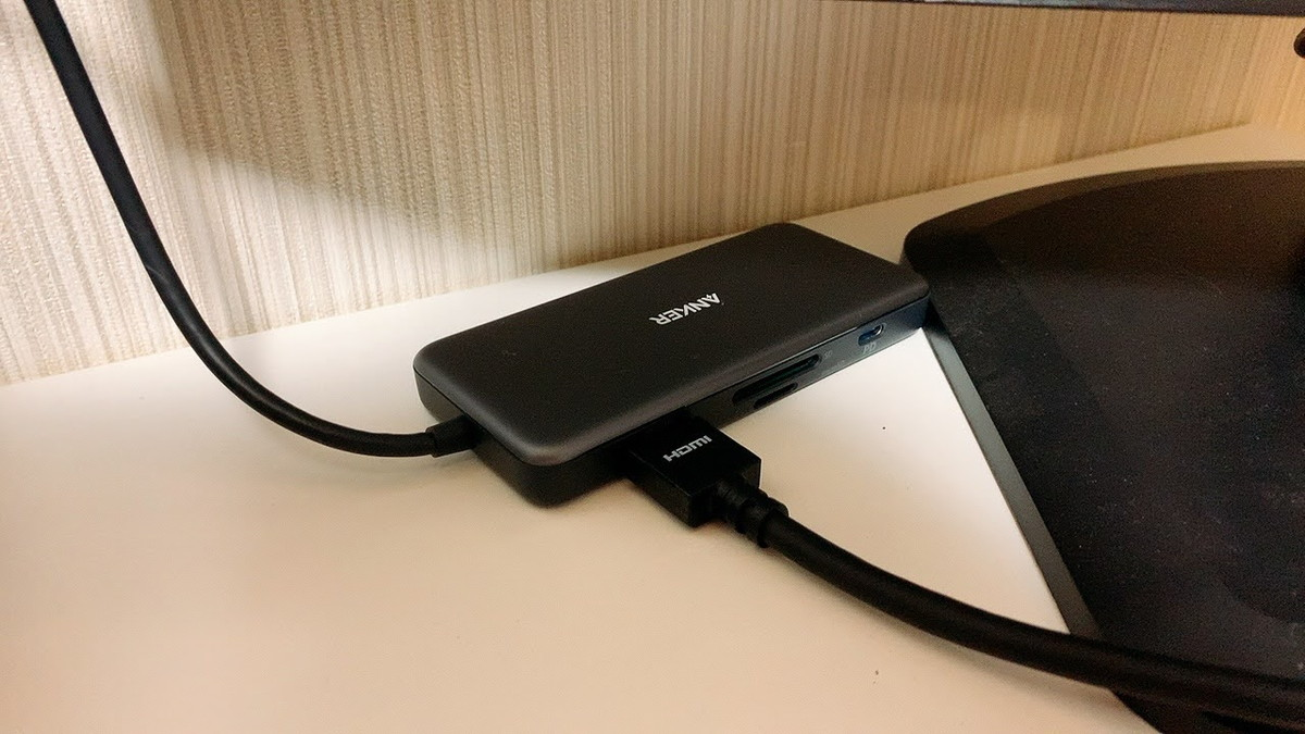 PowerExpand+メディアハブにHDMIケーブルを接続